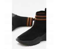 Soki üleosaga sneacersi stiilis paelteta jalanõud.