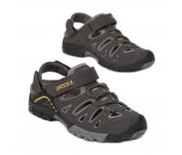 Kinnise ninaosaga  soliidsed sandaalid. Erinevad värvid